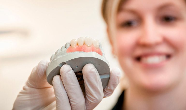 Протезирование зубов в Израиле